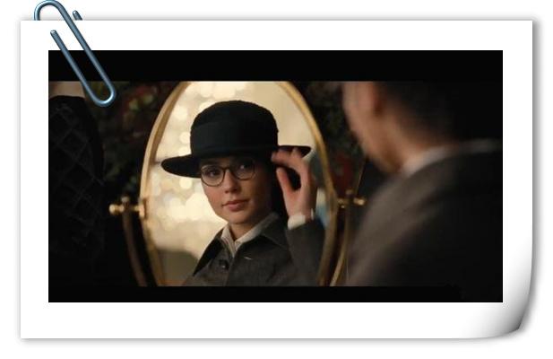 《神奇女侠》正式预告第四弹 眼镜女神很呆萌?