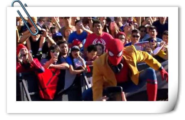 《蜘蛛侠:英雄归来》洛杉矶首映礼 小蜘蛛荷兰弟是这样现身红毯的!