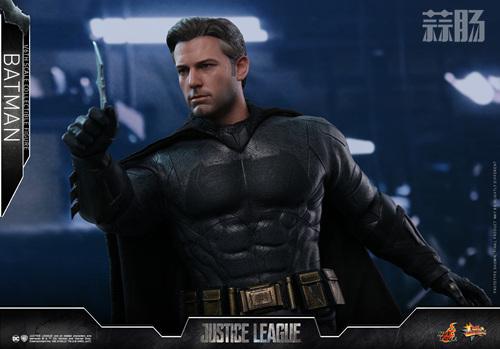 《正义联盟》蝙蝠侠1:6比例珍藏人偶 模玩 第4张