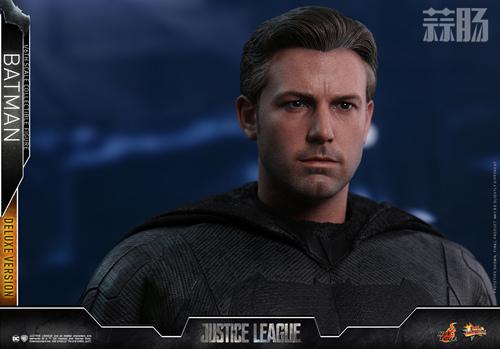 《正义联盟》蝙蝠侠1:6比例珍藏人偶 模玩 第14张