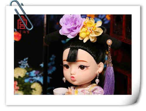 """故宫""""俏格格娃娃""""已停售 素体疑似与某娃娃相似?"""