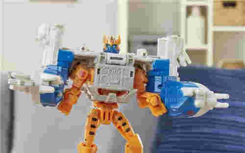 《变形金刚:赛博志》火种装甲系列新玩具守护者黄豹登场