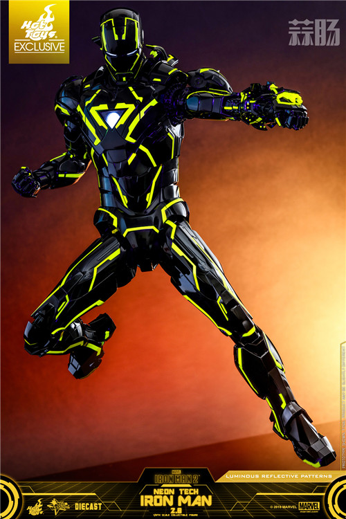 Hot Toys推出《钢铁侠2》钢铁侠 1:6比例合金珍藏人偶 模玩 第3张