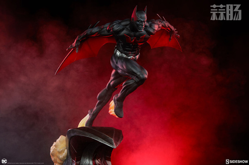 Sideshow 发布未来蝙蝠侠泰瑞·麦金纳斯雕像 模玩 第4张