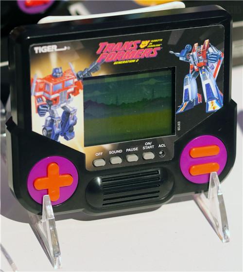 孩之宝宣布推出经典Tiger掌机包含《变形金刚》游戏 变形金刚 第2张
